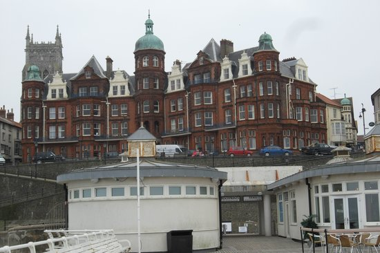 Cromer, UK: View of Hotel from pier