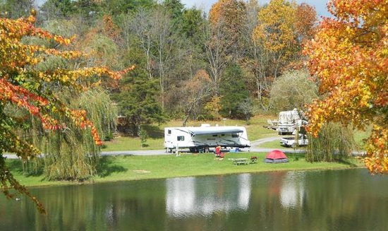 Staunton / Walnut Hills KOA: Lakeside water electric RV sites