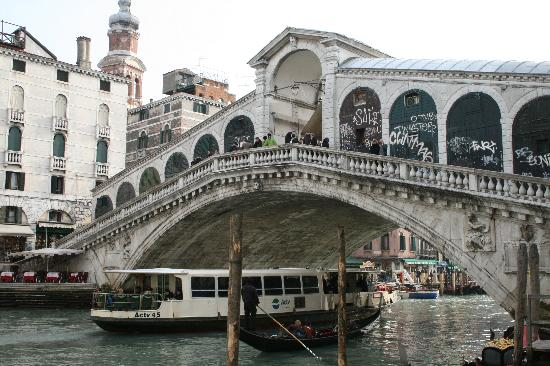 Santa Sofia Bed &amp; Breakfast: Rialto bridge