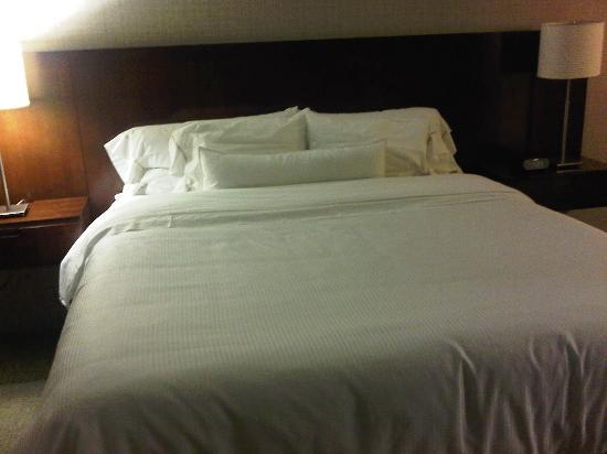 Westin Virginia Beach Town Center: Picture 1 of Hotel Bed