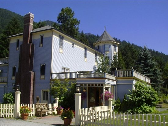 ‪Alexander's Country Inn, Restaurant & Day Spa‬