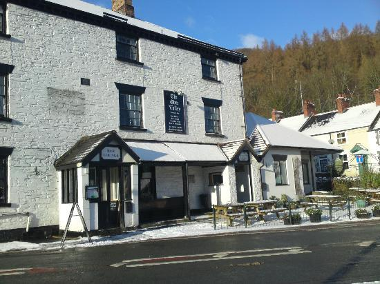 Glyn Ceiriog, UK: Front view of hotel