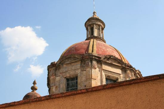 Hotel de Mendoza: view of church dome (room 216)