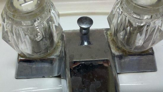 Days Inn Suites: The bathroom faucet