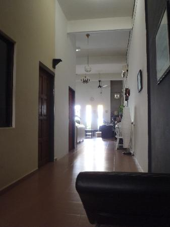 Roof Top Guest House Melaka: ground floor to exit