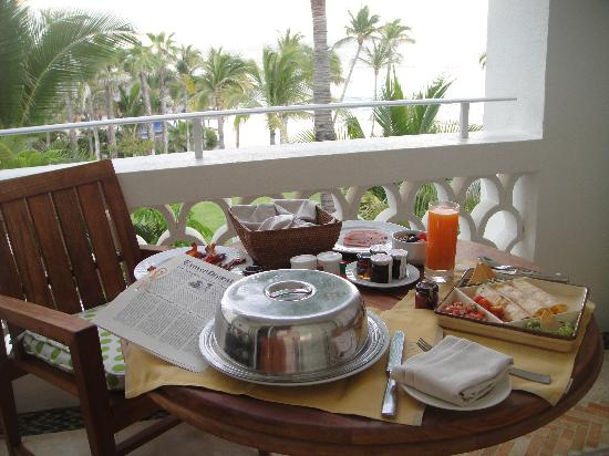 One &amp; Only Palmilla Resort: Sunrise breakfast on our private terrace