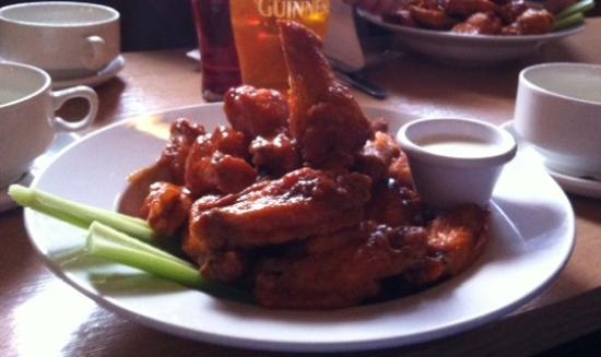 Maples House Hotel: The famous Maples Chicken Wings!!