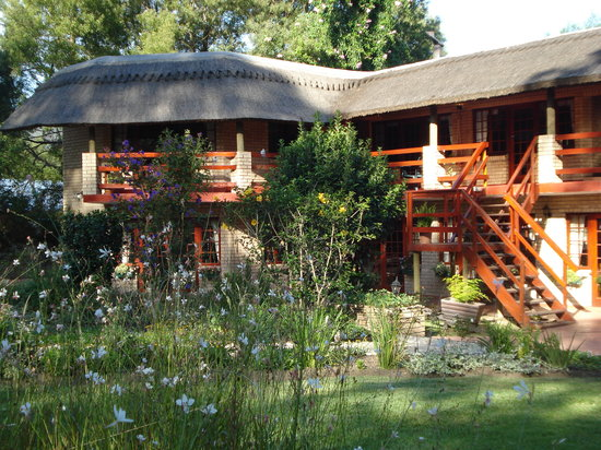 Storms River Guest Lodge: Front View of Lodge