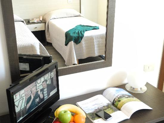 Hotel Magenta: Double Twin Beds