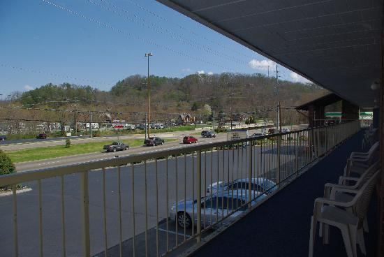 Rodeway Inn Pigeon Forge : Looking right out of the room