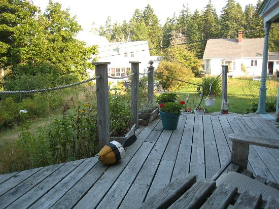 Penny&#39;s B &amp; B: Deck