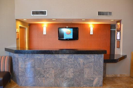 Comfort Inn &amp; Suites: Front Desk/ Hotel Lobby