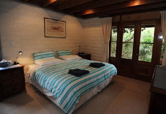 Kangaroo Island Garden Cottages: Main Bedroom