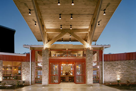 Bear Creek Mountain Resort: Main Hotel Entrance