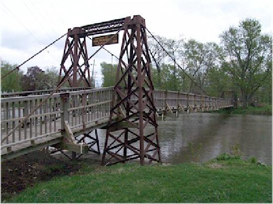 Three Roses Bed and Breakfast: Three Swinging Bridges over the Vermillion