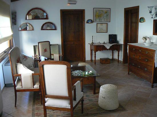 Posada de Lluc: First floor lounge