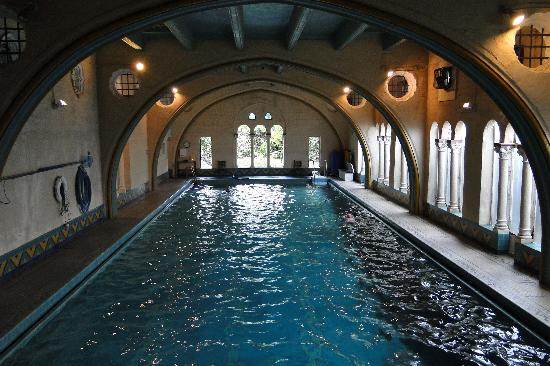 Berkeley, CA: GRAND INDOOR SWIMMING POOL
