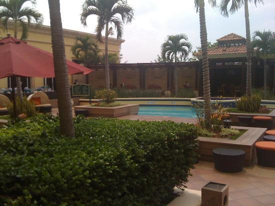 Real InterContinental Tegucigalpa at Multiplaza Mall: Pool Area