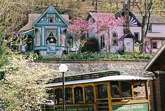 Cliff Cottage Inn - Luxury B&B Suites & Historic Cottages: LOCATION! LOCATION! LOCATION! Cliff Cottage Inn (the ONLY B&B inn in the heart of Eureka Springs