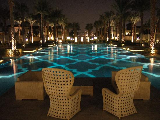 One&amp;Only The Palm Dubai: The hotel in the evening