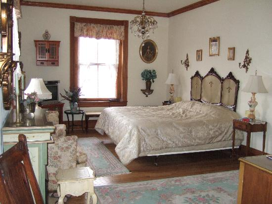Spruce Hill Manor: Chambre