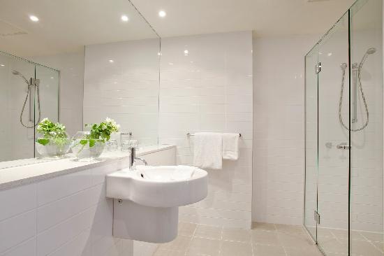 Mercure North Melbourne: Queen Suite Bathroom