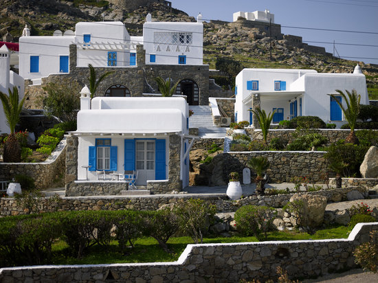 Leonis Summer Houses
