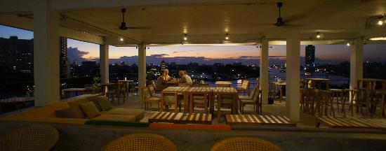 River View Guest House: Having dinner at the restaurant