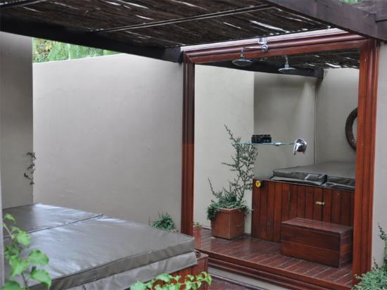 The Residence Boutique Hotel: The Outdoor Shower and Jacuzzi area