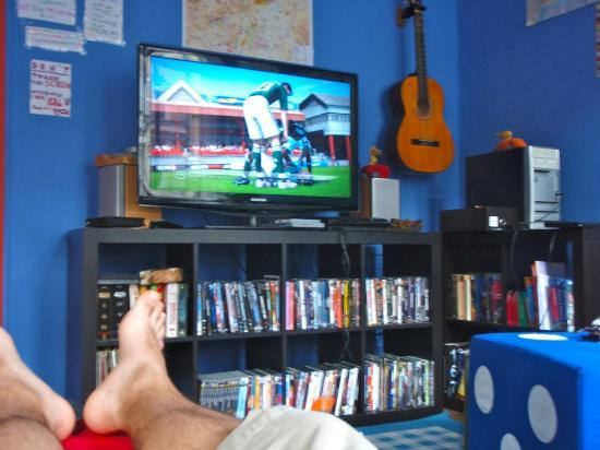Big Fish Hostel: TV & DVDs available