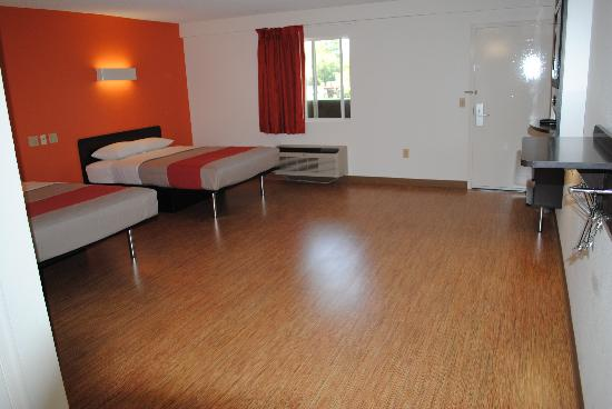 Motel 6 Martinsburg: Large 2 Queen ADA Room