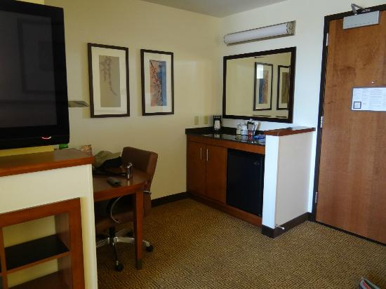 Hyatt Place Phoenix/Mesa: Refrigerator and cabinet area next to desk area.
