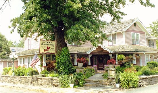 The Inn at Mountain View: Front View from the Street