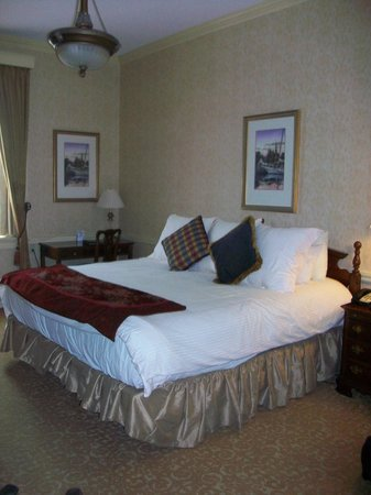 Historic Inns of Annapolis: Room in the Maryland Inn