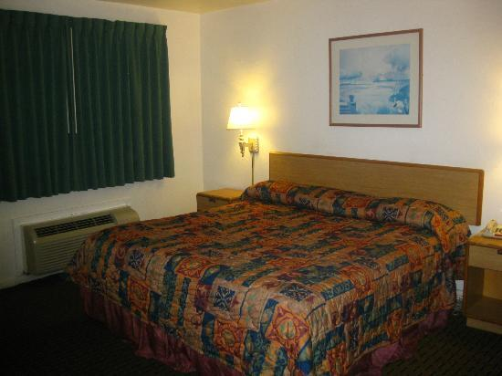 Americas Best Value Inn: room interior