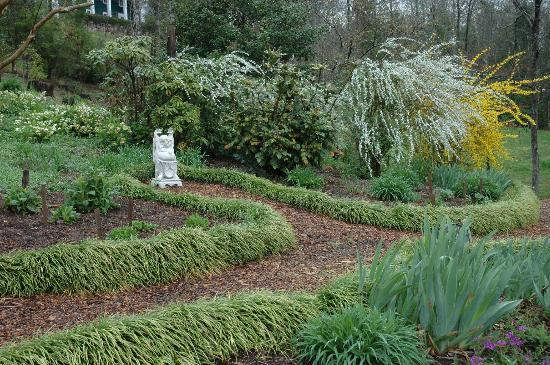 Buckhorn Inn: Callaway Garden near the labyrinth