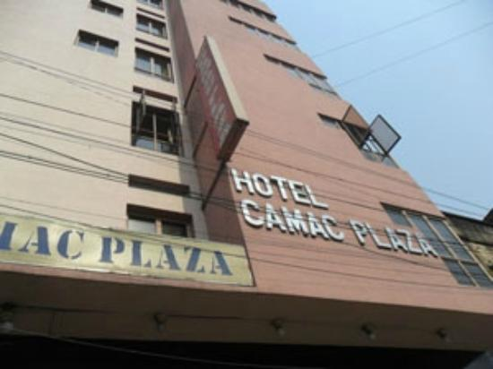 Hotel Camac Plaza: hotel infront