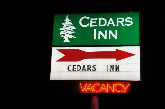 Cedars Inn Ellensburg: Easy access from Interstate 90 & Highway 97