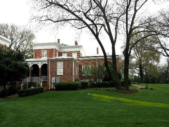 Hampton Inn Lexington - Historic District: View of manor house from rear parking