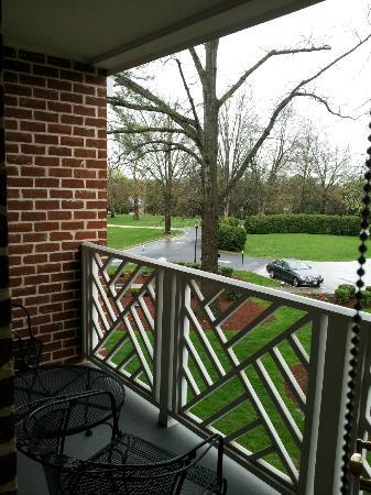 Hampton Inn Lexington - Historic District: Balcony off room/view to check-in