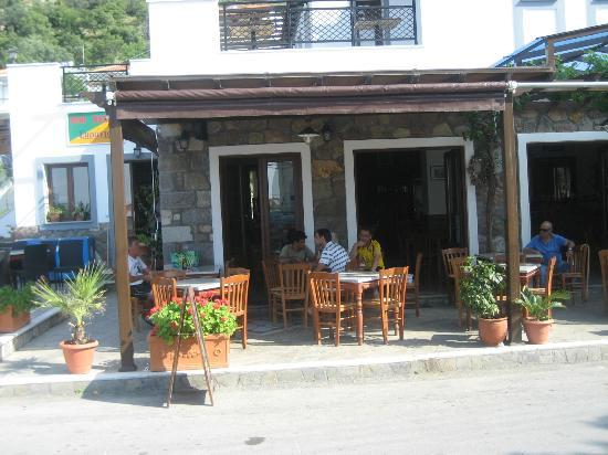 Het terras van sarandos picture of sarandos restaurant cafe bar anaxos tripadvisor for Lay outs terras van het restaurant