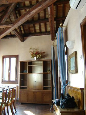 Casa dei Pittori Venice Apartments: dining room - high ceilings!