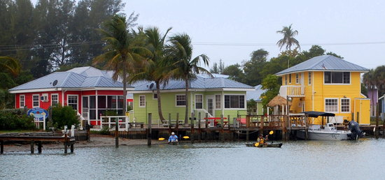 Castaways Beach and Bay Cottages: Castaways Marina Cottages
