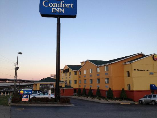 Comfort Inn Nashville/White Bridge: the sign & view of interstate