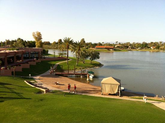 Millennium Scottsdale Resort & Villas: Lake, waterfront & Piñon Grill restaurant