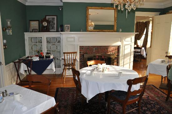 The White House Inn: Breakfast dining area