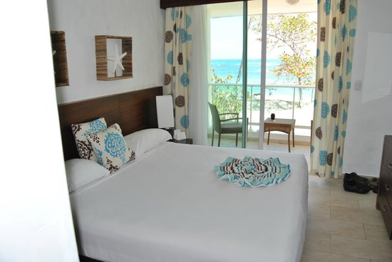 Grand Paradise Playa Dorada: Another view of our room with the Atlantic in the background