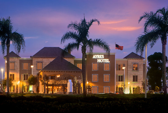 Ayres Hotel Seal Beach: Conveniently located off the 405 freeway