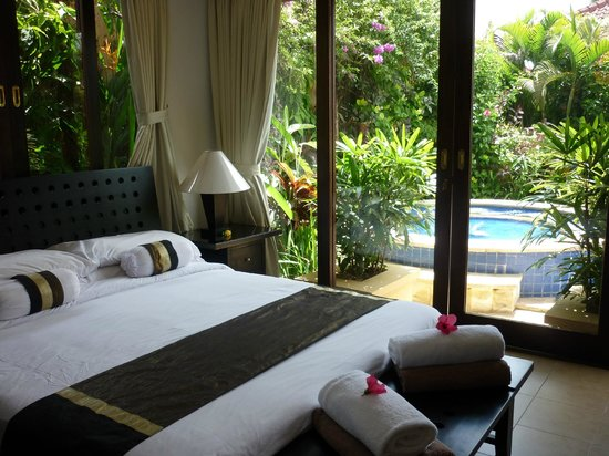 The Zen Villas: Bedroom 1 overlooking the pool