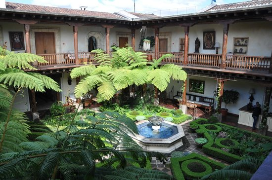 Palacio de Dona Leonor: El patio Central del hotel